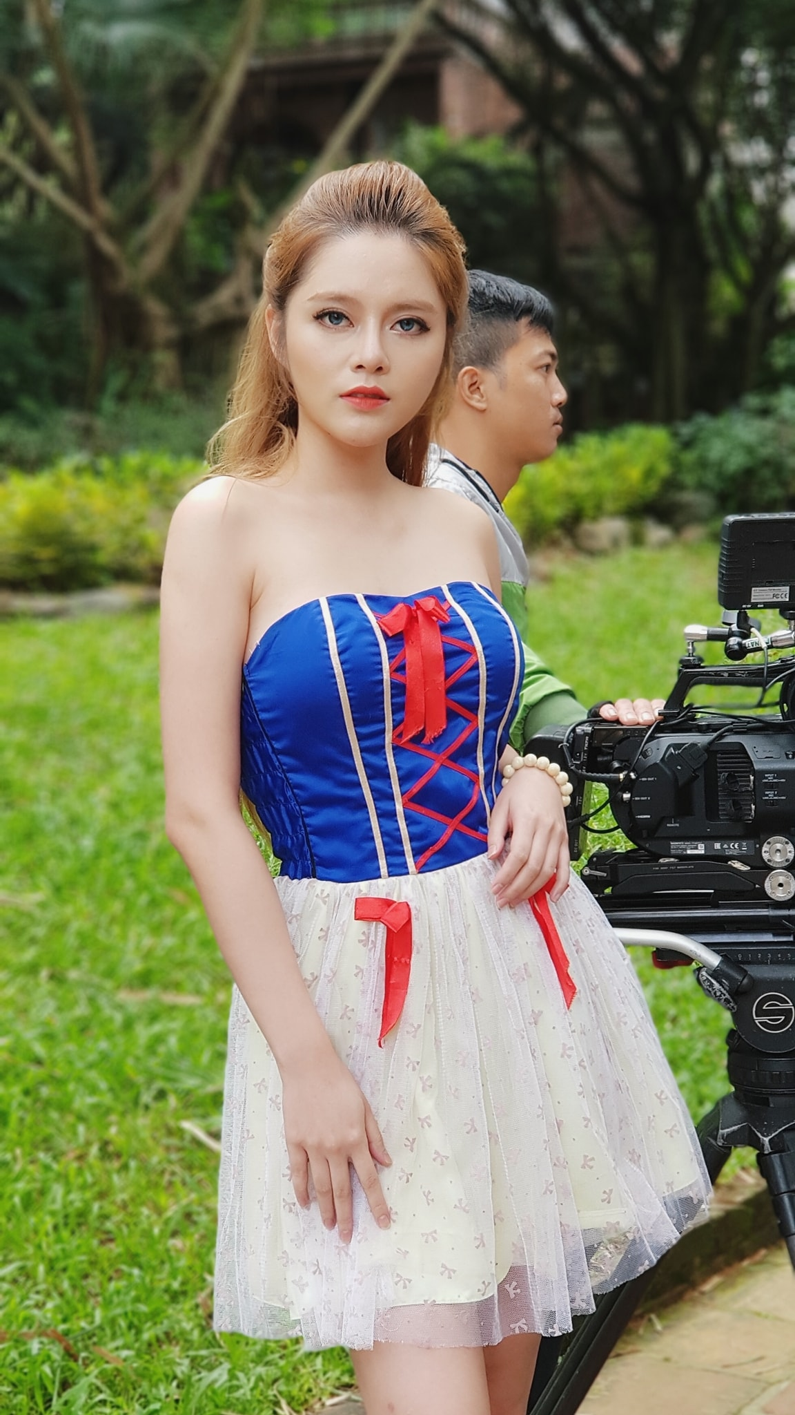 """hot girl nong cung world cup co canh hon gay """"nghen song"""" vtv khoe vong eo 53cm hinh anh 11"""