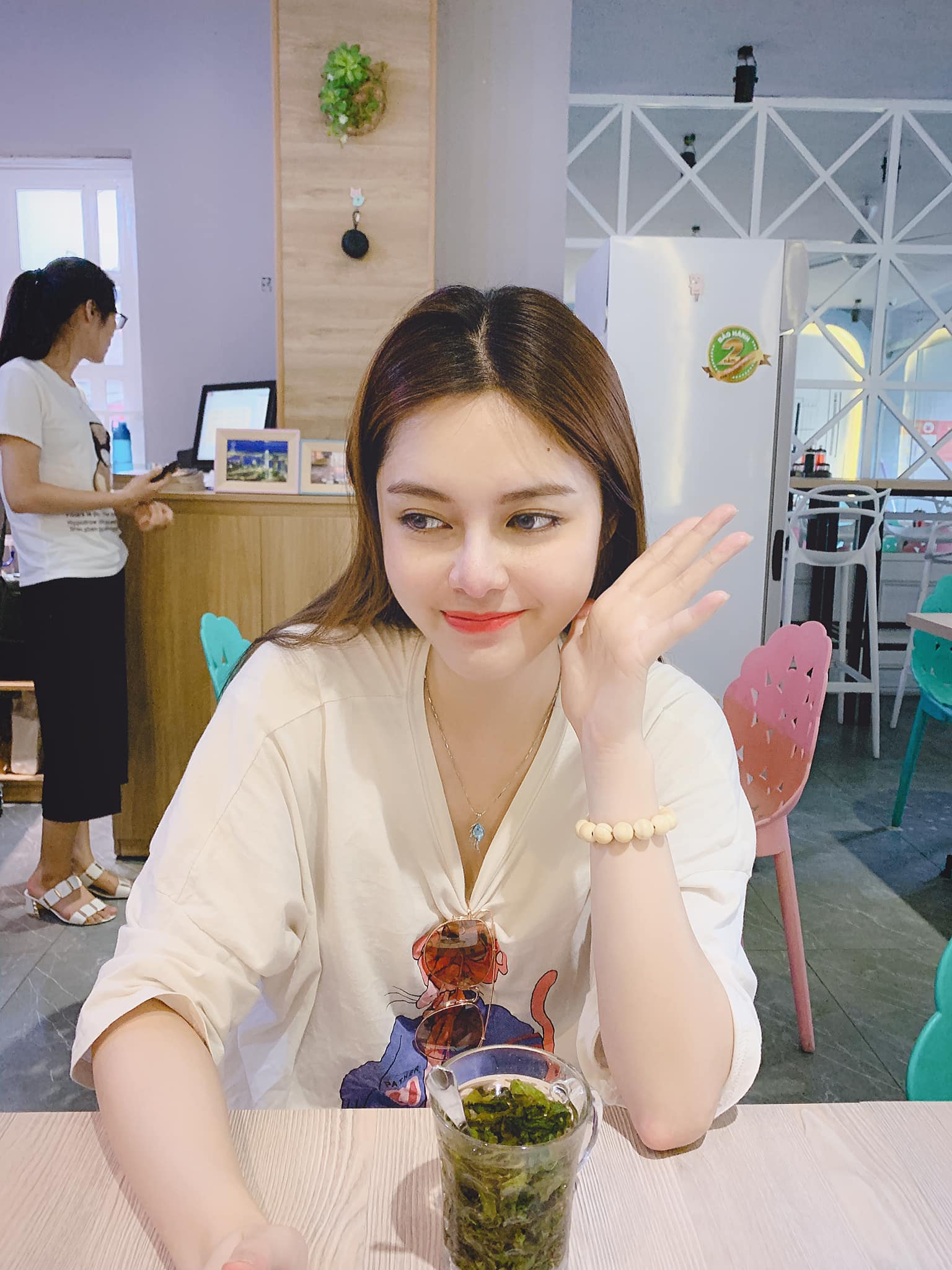 """hot girl nong cung world cup co canh hon gay """"nghen song"""" vtv khoe vong eo 53cm hinh anh 13"""