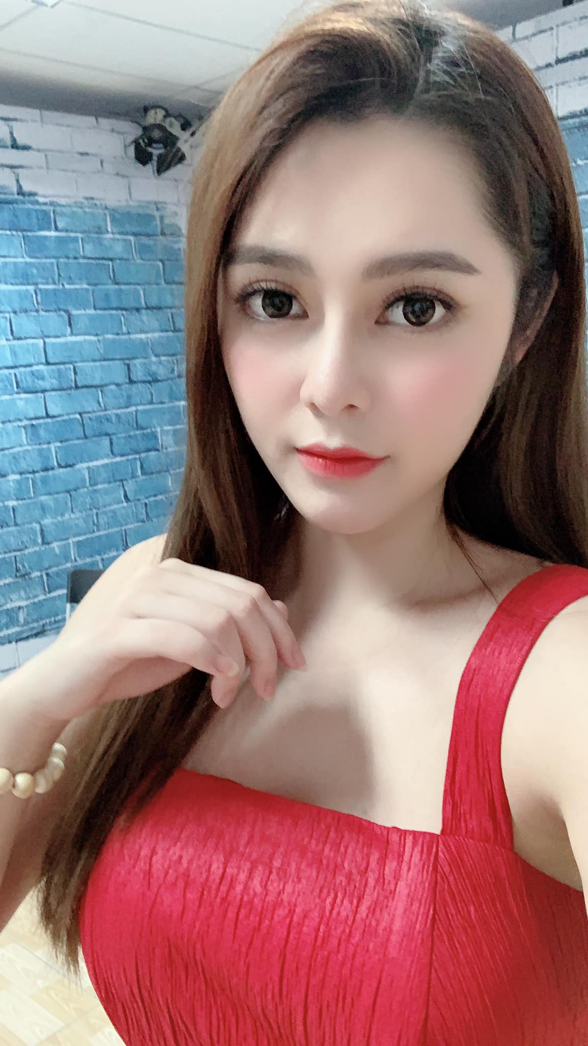 """hot girl nong cung world cup co canh hon gay """"nghen song"""" vtv khoe vong eo 53cm hinh anh 12"""