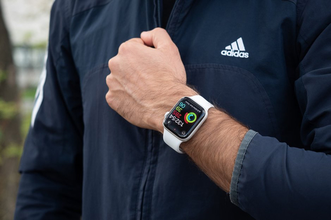 apple con doc ba thi truong smartwatch it nhat 4 nam nua hinh anh 1