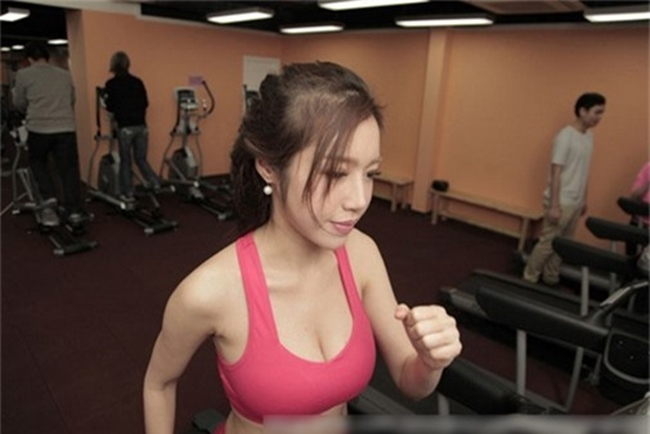 """le roi va loat sao viet nghien gym """"gay sot"""" voi hinh anh khoe co bap hinh anh 14"""