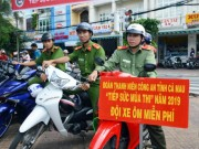 "Tin tuc - Ca Mau: Cong an lam ""xe om mien phi"" trong ky thi THPT Quoc gia 2019"