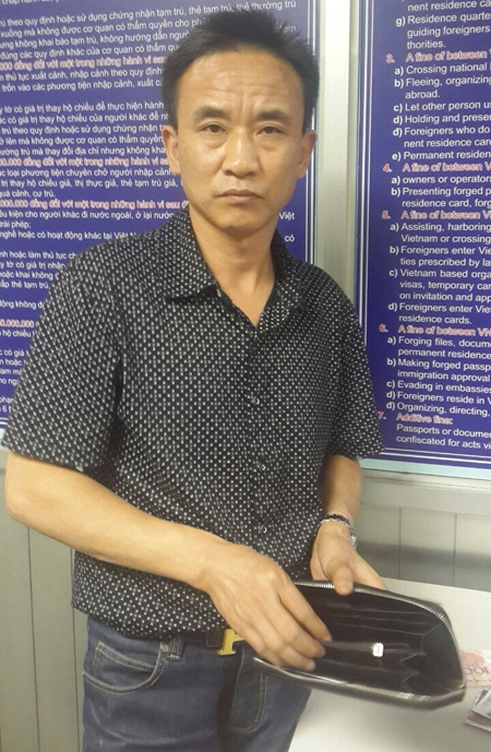 khach trung quoc lai an cap tien tren may bay vietnam airlines hinh anh 1