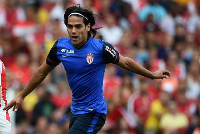 chuyen nhuong(1.7): falcao dong y toi chelsea, arsenal nham william carvalho hinh anh 1
