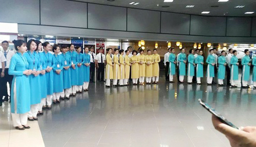 can canh 3 mau ao dai moi cua tiep vien vietnam airlines hinh anh 1