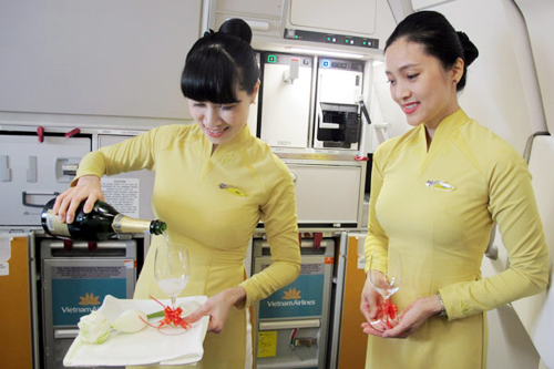 can canh 3 mau ao dai moi cua tiep vien vietnam airlines hinh anh 2