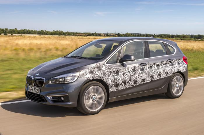 bmw 2 series active tourer ban plug-in hybrid sap ra mat hinh anh 1