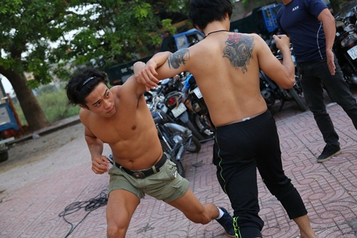 "bat mi ve chang hot boy co bap trong ""kung fu pho"" hinh anh 3"