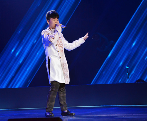 cau be 13 tuoi hat hit son tung gay sot the voice kids hinh anh 1