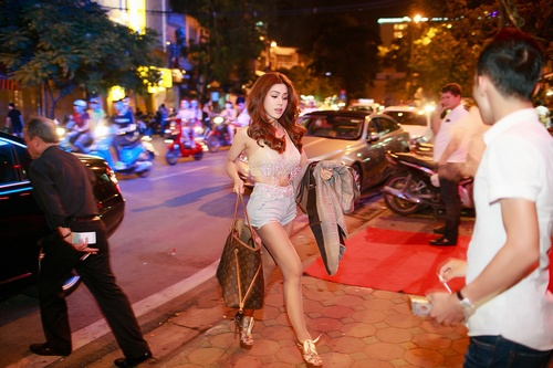 dinh phuong anh khoe ve dep lai tay trong dem ha thanh hinh anh 1