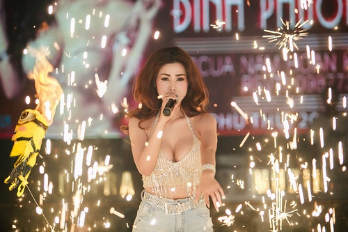 dinh phuong anh khoe ve dep lai tay trong dem ha thanh hinh anh 4