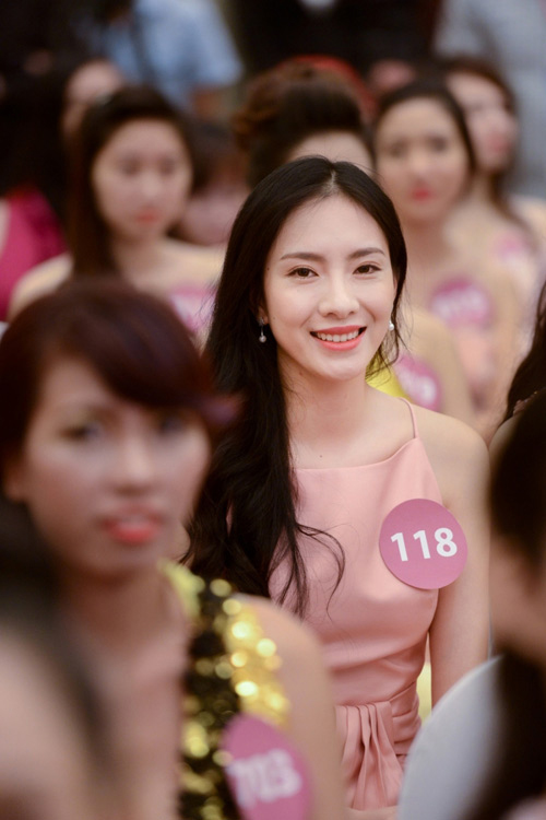 top 12 hoa khoi ao dai he lo ly do di thi hh hoan vu hinh anh 3
