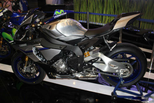 yamaha tung xe moi yzf-r1m gia hon 1 ty dong hinh anh 2