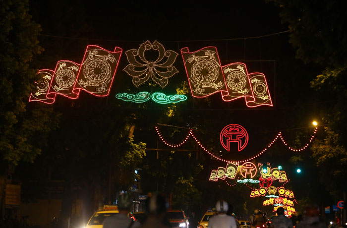 duong pho ha noi lung linh chao don quoc khanh 2/9 hinh anh 9