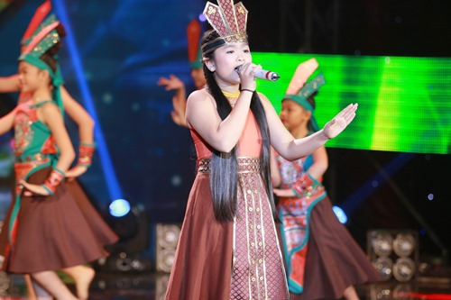 thien nhan khoe giong hat cao vut hinh anh 1