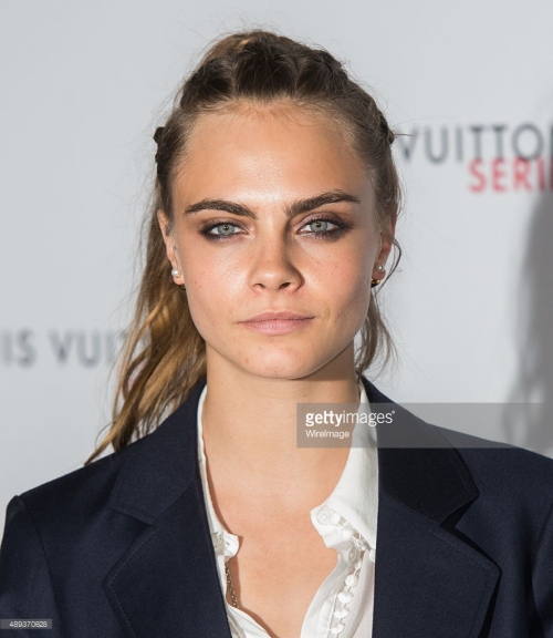 cara delevingne gay chu y tai london fashion week hinh anh 2