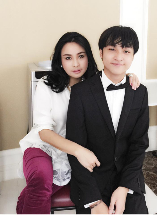 con trai diva thanh lam: me la nguoi hat hay nhat! hinh anh 4