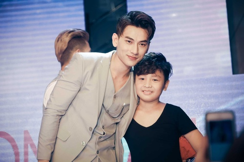 fan khoc het nuoc mat trong show dien cuoi cua 365 hinh anh 11