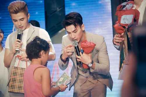 fan khoc het nuoc mat trong show dien cuoi cua 365 hinh anh 10