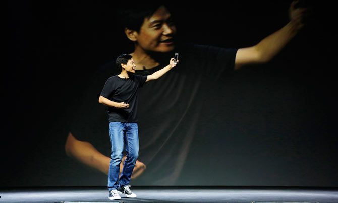 """""""trum"""" smartphone gia re xiaomi voi phong cach steve jobs hinh anh 4"""