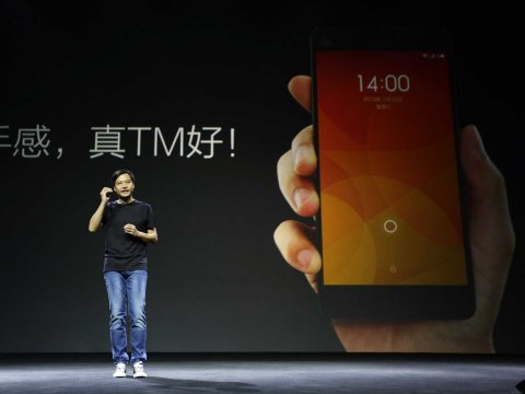 """trum"" smartphone gia re xiaomi voi phong cach steve jobs hinh anh 1"