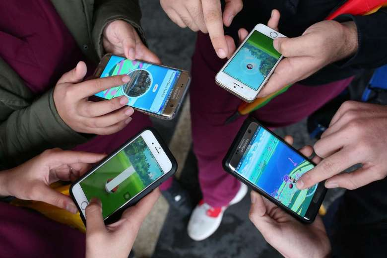 indonesia nghiem cam binh si, canh sat choi pokemon go hinh anh 1