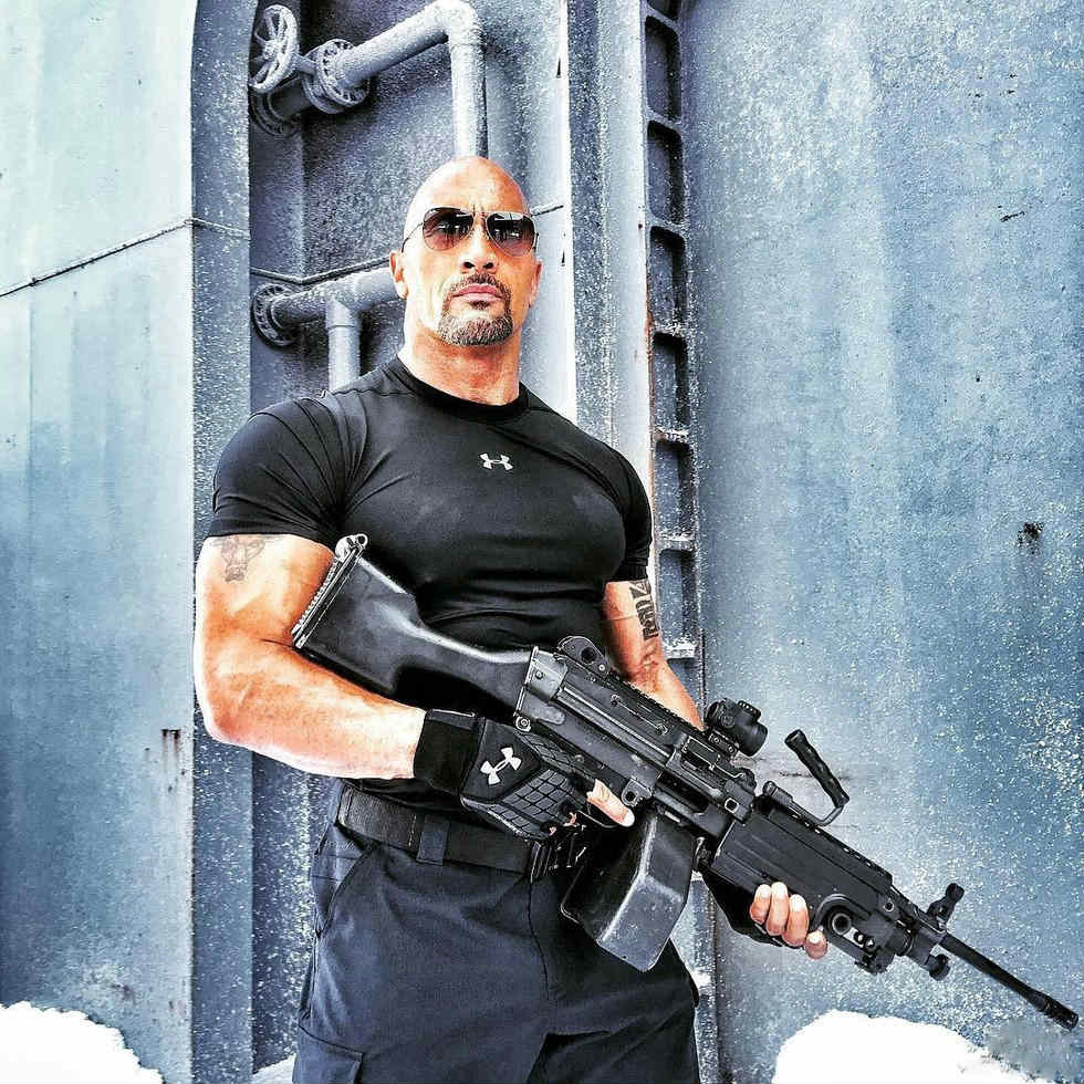 """the rock khoe co bap tung hoanh trong """"fast & furious 8"""" hinh anh 4"""