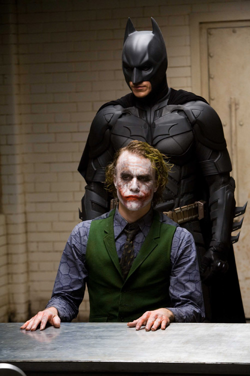 the dark knight: bo phim khien khan gia am anh ve cai ac hinh anh 2
