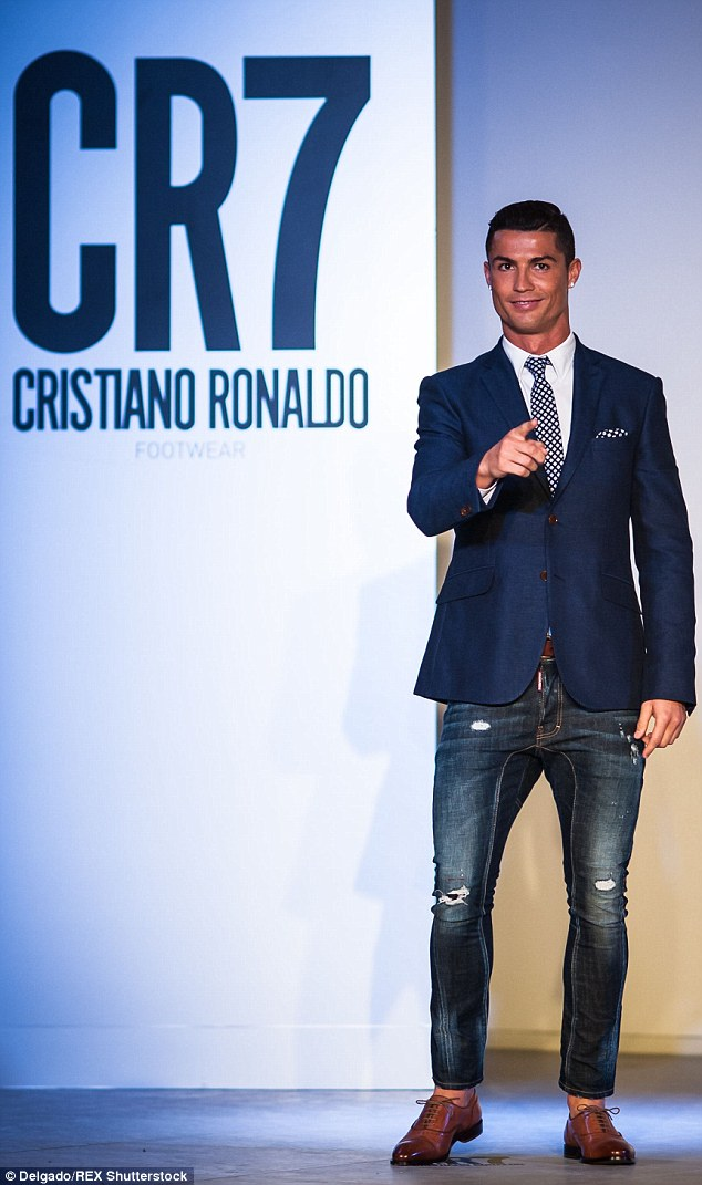 cr7 dao hoa vi an van lich lam the nay day hinh anh 1