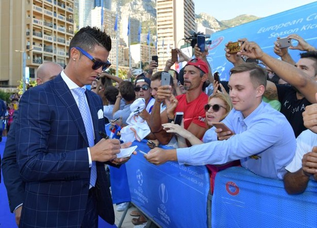 cr7 dao hoa vi an van lich lam the nay day hinh anh 2