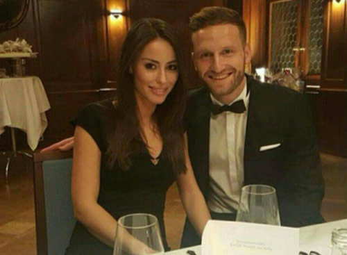 "don ""bom tan"" mustafi, arsenal don them wags nong bong hinh anh 10"