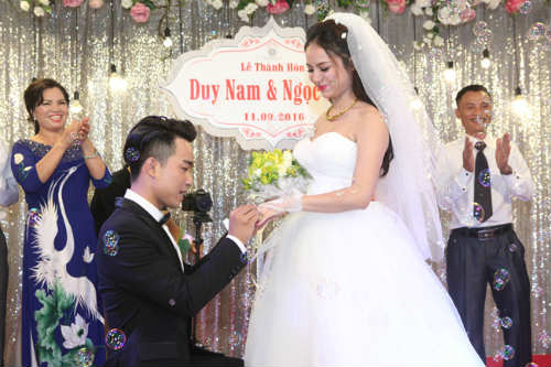 do duy nam cuoi tit mat ruoc vo hot girl ve dinh hinh anh 1