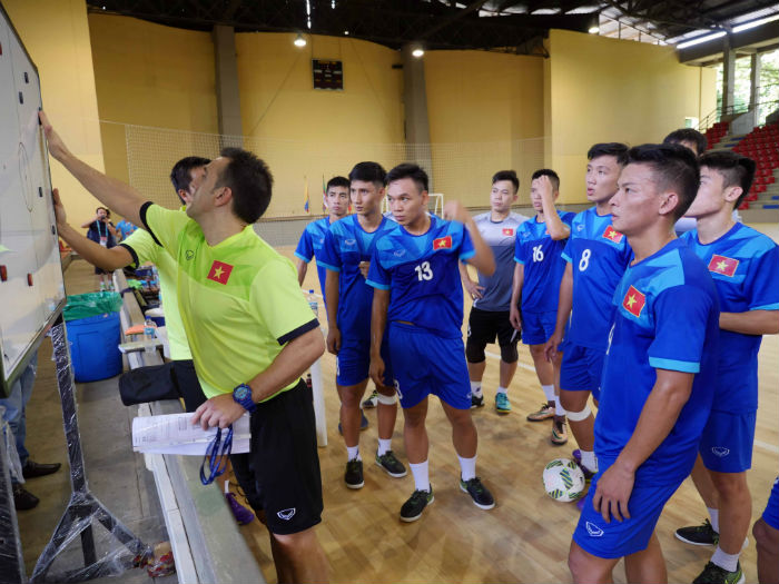 thu quan dt futsal viet nam lo dai chien paraguay? hinh anh 1