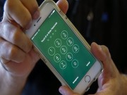 Video: Be khoa iPhone voi thiet bi chua toi 100 USD