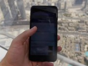 Video: Tha roi iPhone 7 Plus tu toa nha cao nhat the gioi