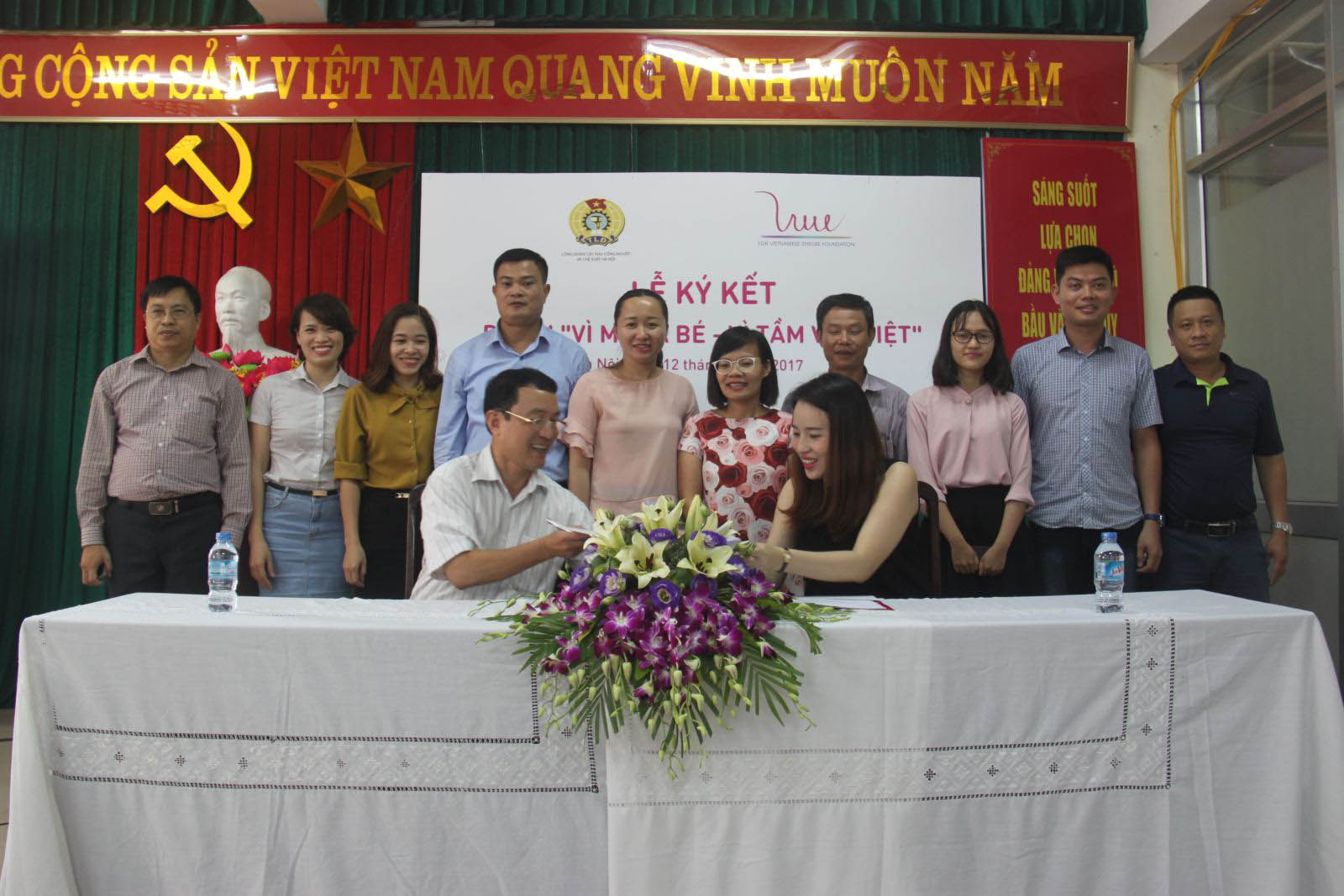 "ky ket thoa thuan du an ""vi me va be – vi tam voc viet"" hinh anh 2"