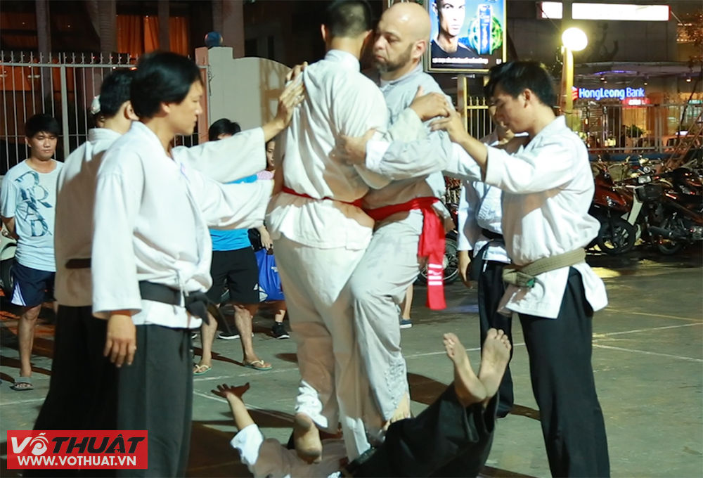 vo su vinh xuan flores cham mat chuong mon karate viet nam hinh anh 4