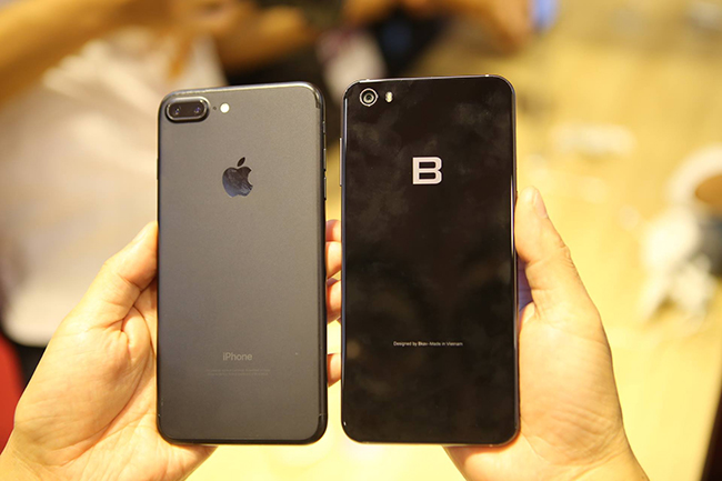 anh: bphone 2017 lep ve the nao khi dung canh iphone 7 plus? hinh anh 1