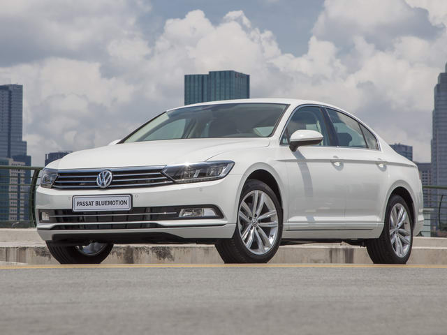 volkswagen passat bluemotion gia 1,450 ty dong o viet nam hinh anh 1