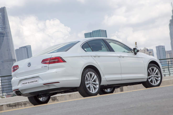 volkswagen passat bluemotion gia 1,450 ty dong o viet nam hinh anh 4