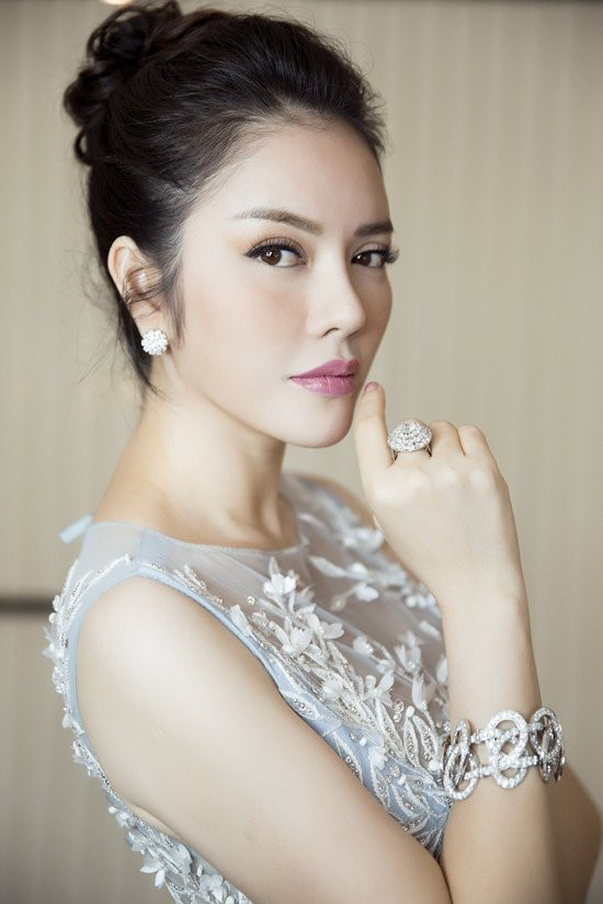 ly nha ky la giam khao miss grand international, huyen my loi the? hinh anh 3