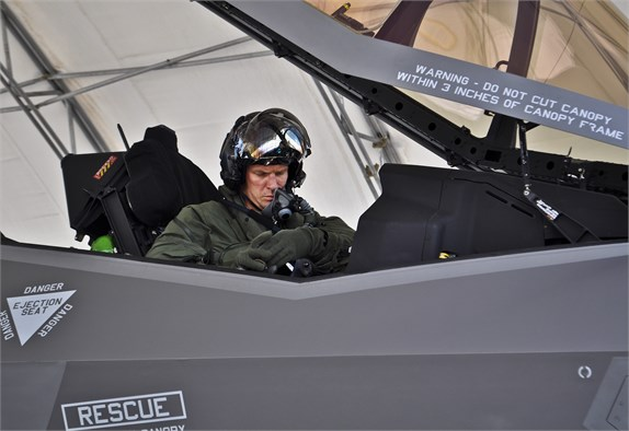 be boi f-35: cai ghe lam 22 phi cong my thuong vong hinh anh 2