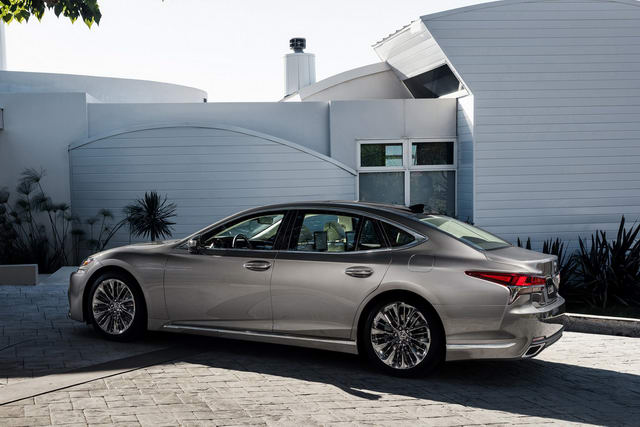 lexus ls500 2018 co gia khoi diem 1,7 ty dong hinh anh 2