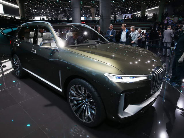 bmw x7 iperformance doi dau lexus lx570 hinh anh 1