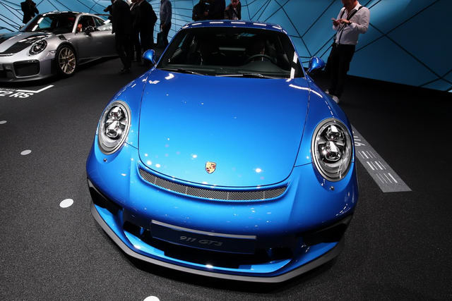 porsche 911 gt3 2018 touring package gia 3,3 ty dong hinh anh 2