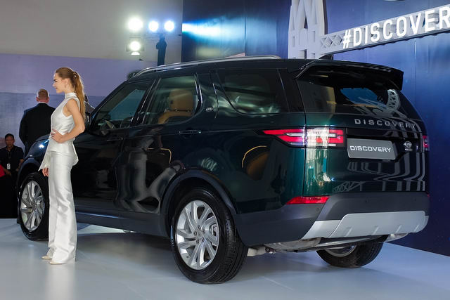 land rover discovery 2018 ve viet nam voi gia 4 ty dong hinh anh 2