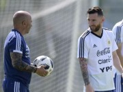 "Bi mat World Cup 2018: Messi ""cai tay doi"" voi HLV truong Sampaoli"