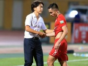 "Sam Ngoc duc: ""Ga do te"" tren san co V.League"