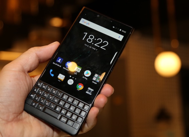 "blackberry key2 ve viet nam voi gia ""dat xat ra mieng"" hinh anh 1"