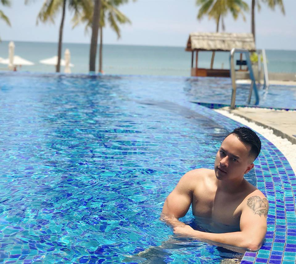 cao thai son chup anh ban nude khoe body nam than, triet ly ve dan ong hinh anh 5